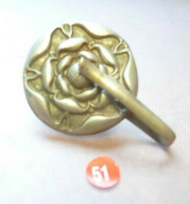 BRITISH VICTORIAN - WW1  ROSE FITTING FOR MILITARY HELMET (ref 51)  With HOOK • 7.99£