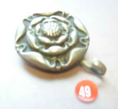 BRITISH VICTORIAN - WW1  ROSE FITTING FOR MILITARY HELMET (ref 49)  With HOOK • 7.99£