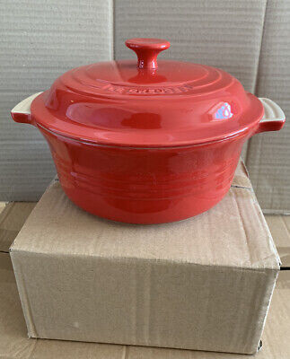 Le Creuset Stoneware Casserole Dish With Lid 22cm Red (NEW) • 49.99£