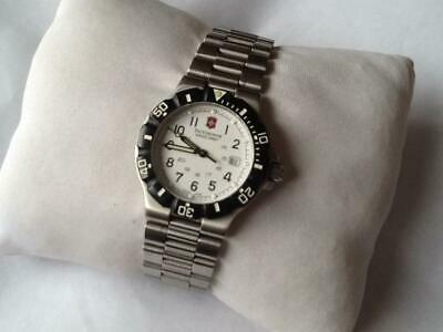 Pre-owned: Victorinox Swiss Army Ladies Watch. Silver. Black Bezel. White Dial. • 69£