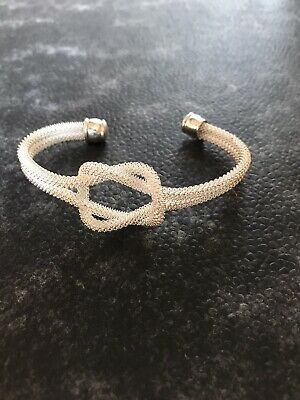 Silver Coloured Knot Bracelet • 5£