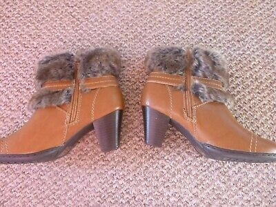 Ladies Pavers Boots Size 5 (eur 38) • 5£