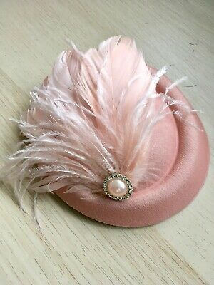 Pink Fascinator Feather Jewel Hair Clip • 9.99£