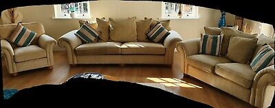 3 Piece Suite Sofa Fabric. Cushions Included. Good Condition! • 295£