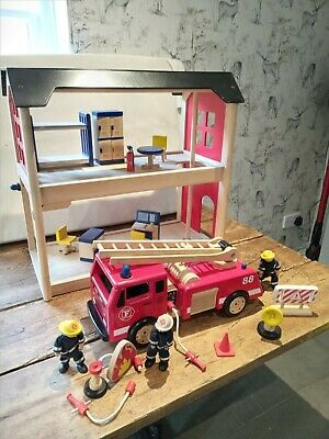 Pintoy Fire Station, Fire Engine And Accesories • 50£