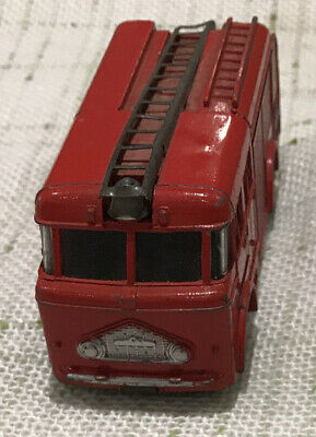 Vintage Dinky Fire Engine In Excellent Original Condition • 10.40£