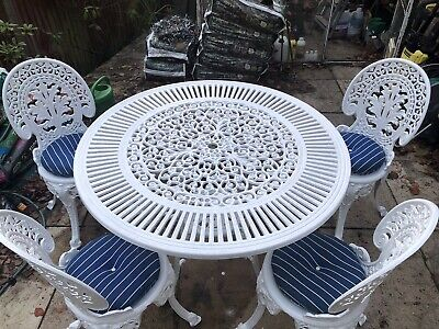 GARDEN / PATIO SET CAST 42inch TABLE With 4 CHAIRS And CUSHIONS. • 415£