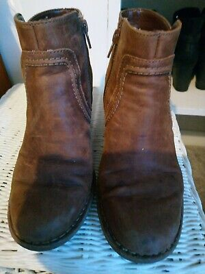 Clarks Tan Size 4 Ankle Boots • 2£