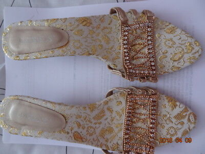 Ladies Sandals Italian Gold With Crystal Detail Size 38 • 15.99£