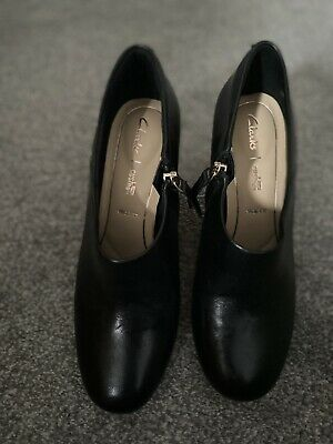 Clarks Women's Ultimate Comfort Collection Black Shoes Size 5 E • 10£