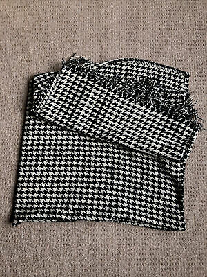 £6 • Buy Black And White Houndstooth Shawl/scarf