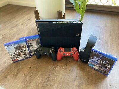 AU311 • Buy Ps4 Console, 2x Controllers, 3x Games And Headphones