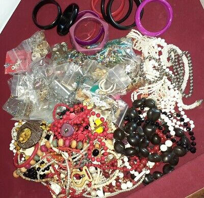 $ CDN37.86 • Buy Nice 6lb+ Lot Vintage Wearable Jewelry No Junk • Brooches •Necklaces •Bangles