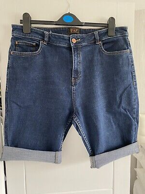 Ladies Denim Shorts Size 16 • 3.71£