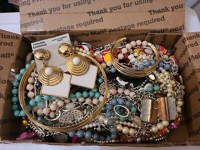 $ CDN10.09 • Buy 1 1/2+ Lbs Vintage-now Costume Jewelry Lot All Wearable Some Signed-#15