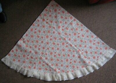 Round Poppy Pattern Tablecloth With Lace Edging - Approx 66ins Diameter • 3.50£