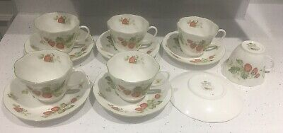 """Queens Fine Bone China """"Virginia Strawberry"""" Tea Cups And Saucers X6 • 100£"""