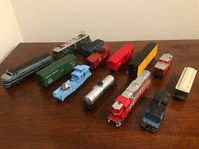 $ CDN119.77 • Buy LARGE LOT Of HO Life Like TRAINS & Other Makes - 4 Engines, 9 Cars, &Many Parts