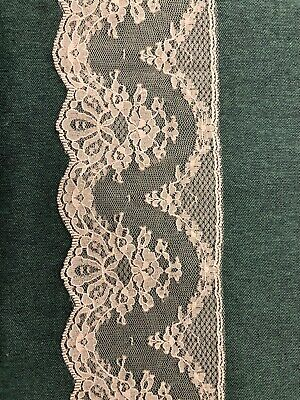 End Piece Of Beautiful Cream/ivory Scalloped Edge Lace Trim • 0.25£