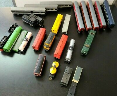 $ CDN28.25 • Buy Lot Of 22 HO Scale Trains Vintage Freight Cars And 3 Locomotive Jouef, TriAng, +