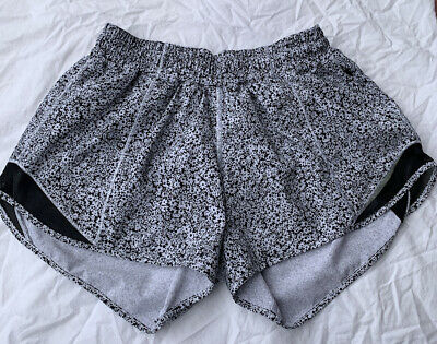 $ CDN62.49 • Buy Lululemon Hotty Hot II Shorts 4  Inseam Sz 6 Ditsy Daisy Black White Floral