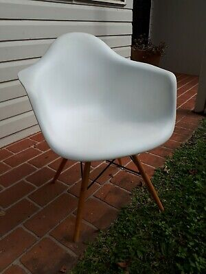 AU38 • Buy Replica Eames Dining Chairs X2