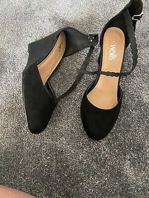 £5.99 • Buy Lovely Black Shoes Size 7 By Wallis