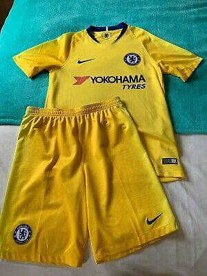 £29.99 • Buy Chelsea Away Kit - Shirt Small Men's - Shorts XL Boys 13-15 Y - Great Condition