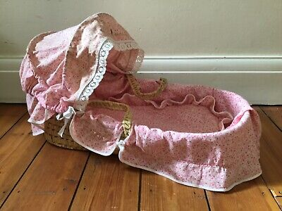 """£14 • Buy Lovely Vintage Doll's Wicker Crib / Moses Basket With Bedding 22""""L X 11""""W X 13""""T"""