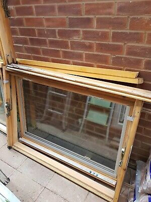 £50 • Buy Two GGL 804 Velux Windows 134 X 98 With Tile Flashing Kits & Blinds