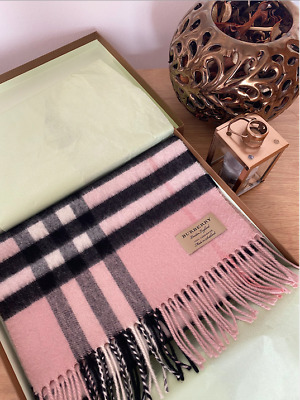 £250 • Buy Burberry The Classic Check Cashmere Scarf For Women - Baby Pink