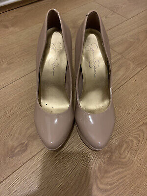 £2 • Buy Ladies Nude Shoes Size 4