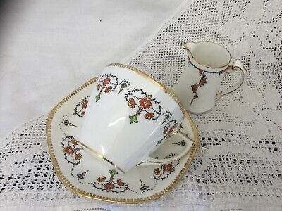 FOLEY VINTAGE BONE CHINA TEA CUP & SAUCERS Aladdin PATTERN With Similar Jug • 10£