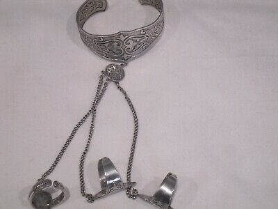 Womens Indian Pakistani Jewellery WHITE METAL Bracelet With 3 Rings Chain USED • 4.99£