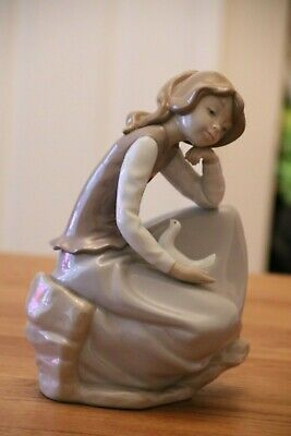 Nao By Lladro Large Figurine - 02010314 Girl Watching A Dove - Perfect Condition • 89.99£