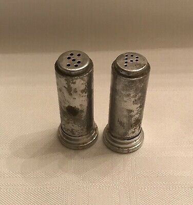 Vintage Aluminum Metal Salt And Pepper Shakers • 2.99$