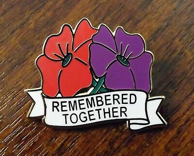 'Remembered Together' Enamel Badge, Honouring People & Animals Lost In War. • 2.50£