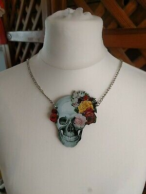 Skull And Roses Laser Cut Necklace • 6.30£