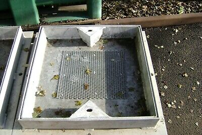 MANHOLE RECESSED  OVERALL SIZE   610mm X 610mm  APPROX • 25£