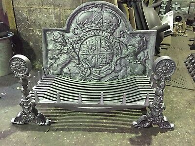 Cast Iron Fire Back & Fire Basket With Daisy Dog End Castings. • 665£