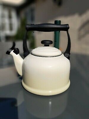LE CREUSET Cast Iron Tonal Cream Traditional Whistling Stove Top Kettle 2.1 L • 31£