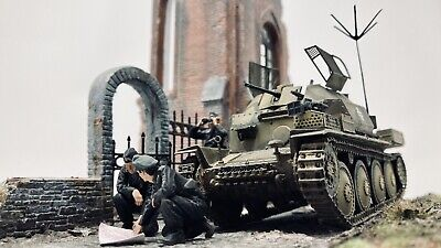 Expertly Built 1/35 Aufklarungspanzer 38(t) Model Tank For Display Inc Figures • 65£