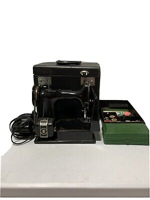 $150.50 • Buy Vintage Singer Featherweight Sewing Machine Model 221 W Case & Accessories #3