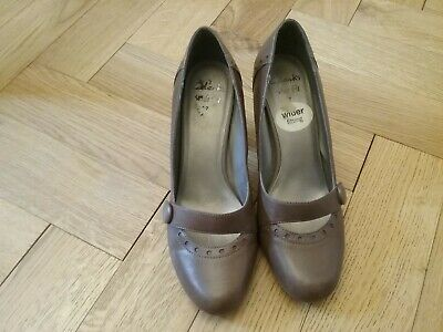 Clarks Shoes Size 7  Wide Fit Fawn Haut Pale Brown Heels  VGC • 2.99£