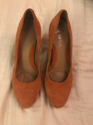 Clarks Softwear Womans Orange Suede Wedding Court Shoes Size 4 High Heel Shoes • 9.20£