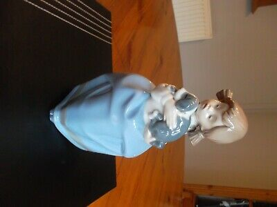 Nao Figurine By Lladro ,  Girl With Puppy  • 1.20£