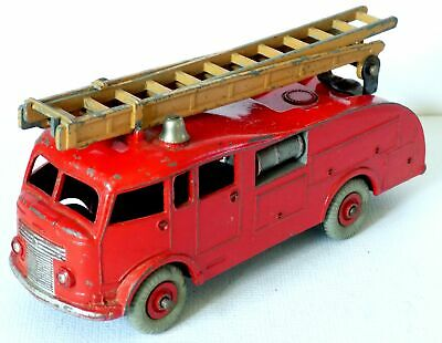 Dinky Toys No.555 Commer Fire Engine (1952-54.) Scarcer Brown Ladder. • 24.99£