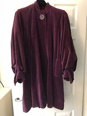 Genuine Vintage 1920's Purple Velvet Coat  • 199£