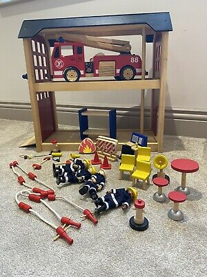 Pintoy Fire Station/ Fire Engine • 20£