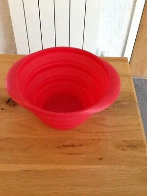 Colander Strainer Collapsible Silicone Red Space Saver Folds Flat.  • 2£